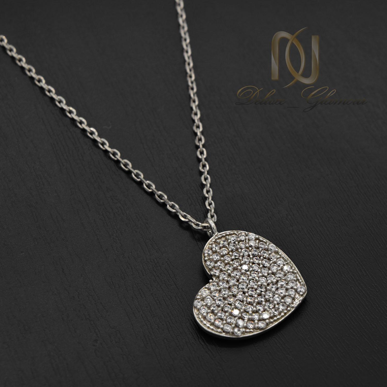 گردنبند نقره دخترانه طرح قلب پر نگین nw-n506 از نمای مشکی