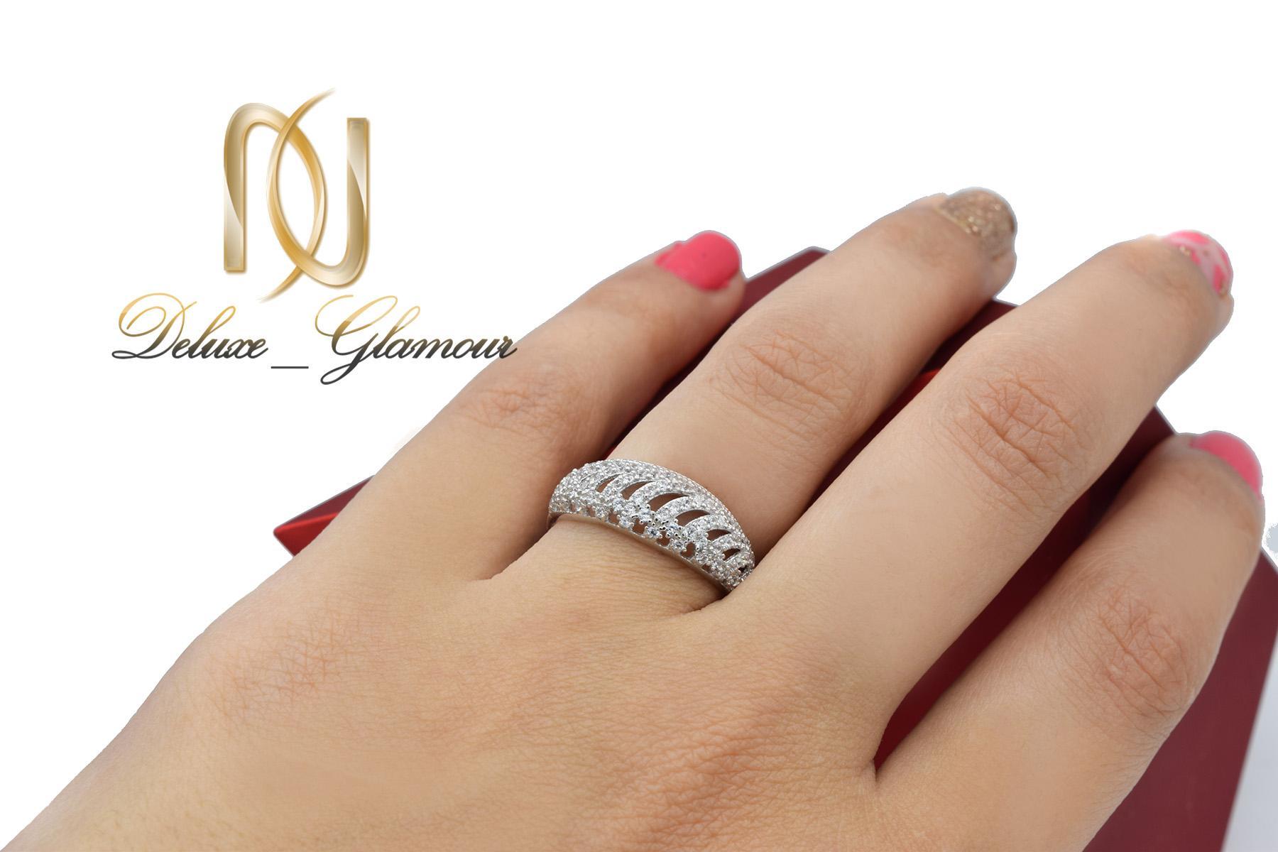 انگشتر نقره زنانه ظریف پرنگین طرح طلا rg-n418 از نمای روی دست