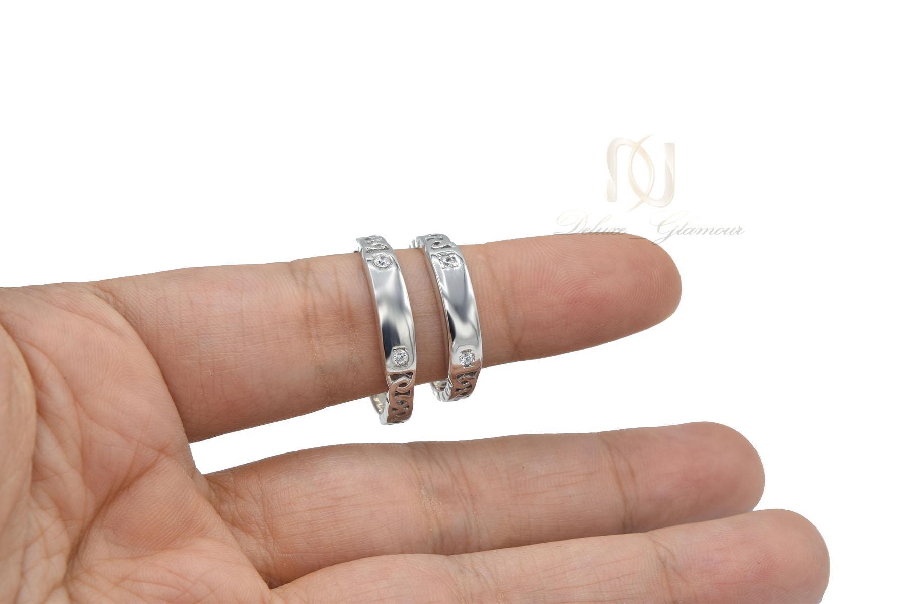 حلقه ست نقره ازدواج طرح طلا سفید نگین دار rg-n417 از نمای روی دست