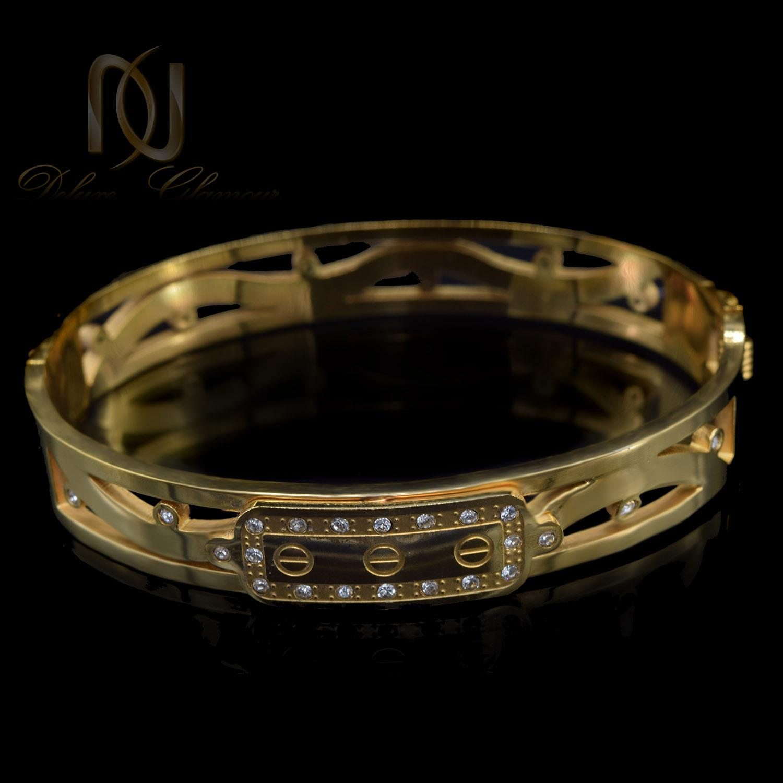 دستبند زنانه طرح کارتیه استیل طلایی ds-n497 از نمای مشکی