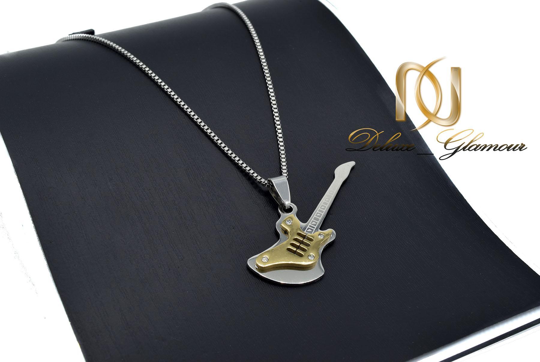 گردنبند اسپرت استیل طرح گیتار طلایی nw-n527 از نمای مشکی