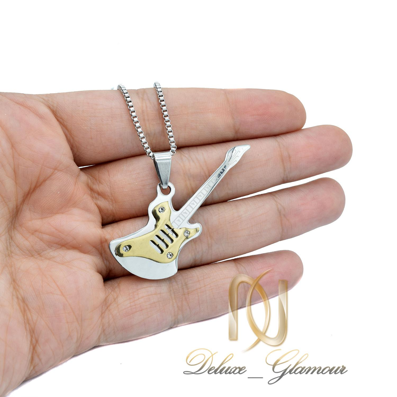 گردنبند اسپرت استیل طرح گیتار طلایی nw-n527 از نمای روی دست