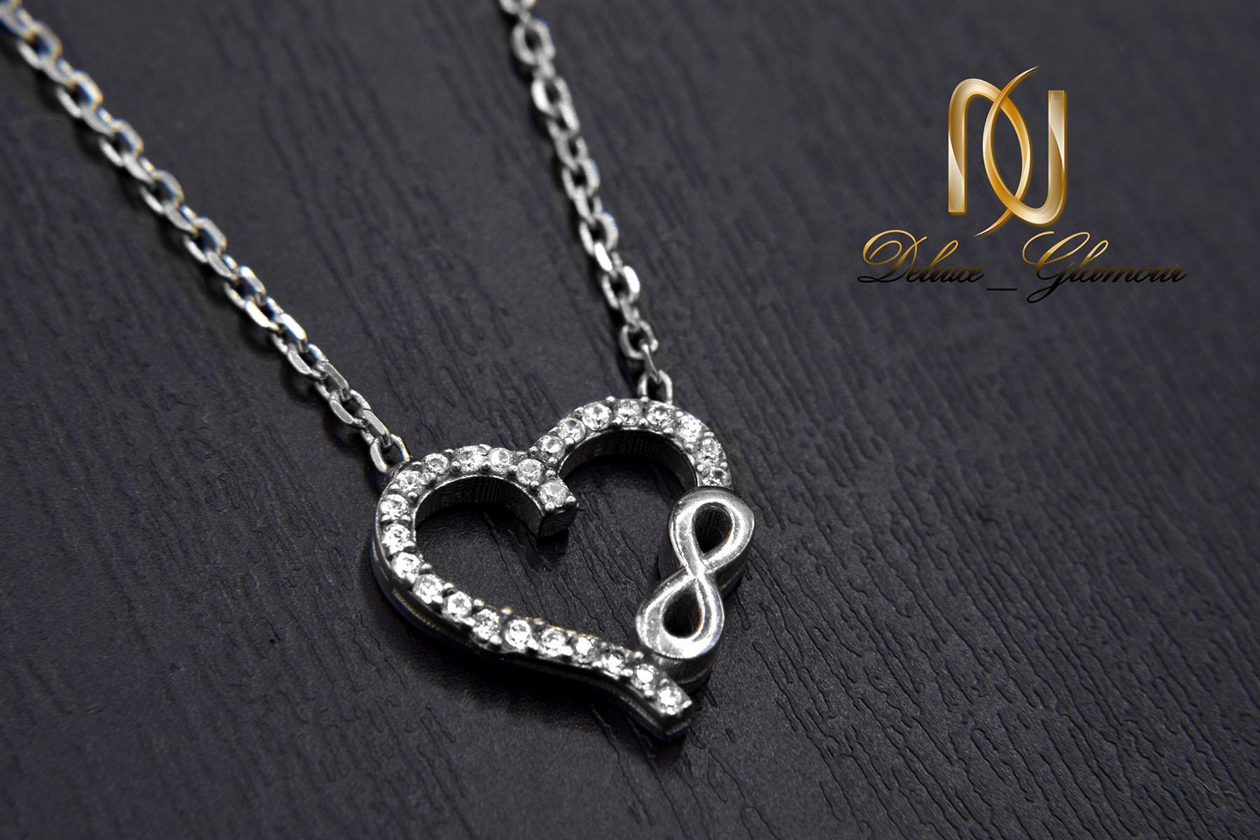گردنبند دخترانه نقره طرح بی نهایت و قلب nw-n530 از نمای مشکی