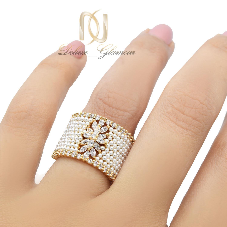 انگشتر زنانه خاص نگین سواروفسکی و مرواریدی rg-n425 از نمای روی دست