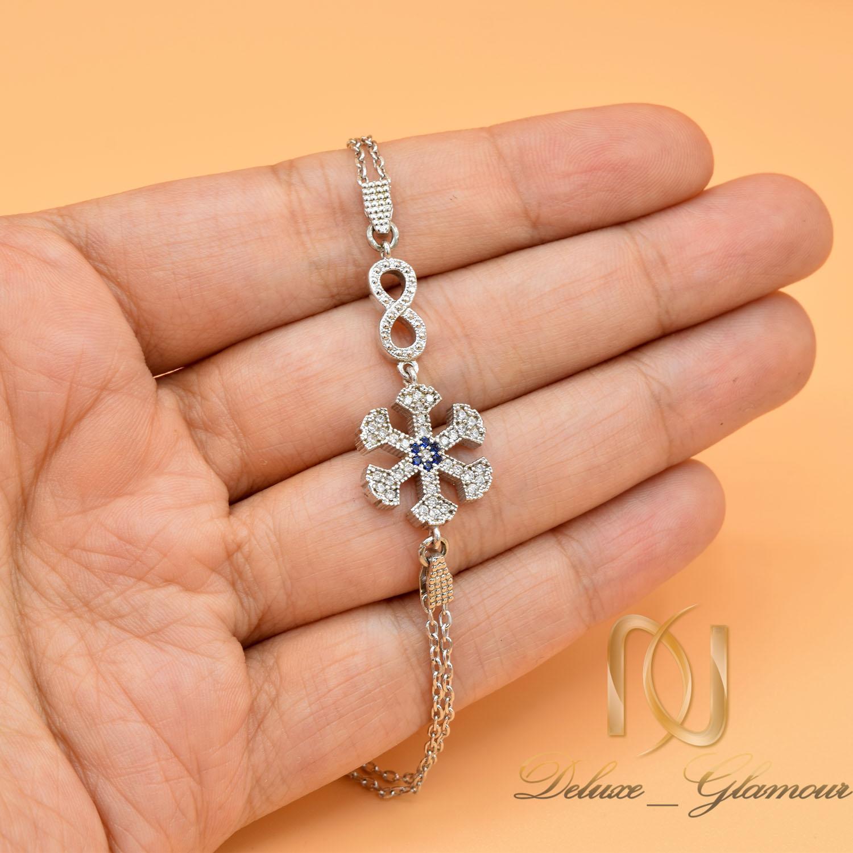 دستبند دخترانه نقره طرح بی نهایت و برف ds-n475 از نمای روی دست