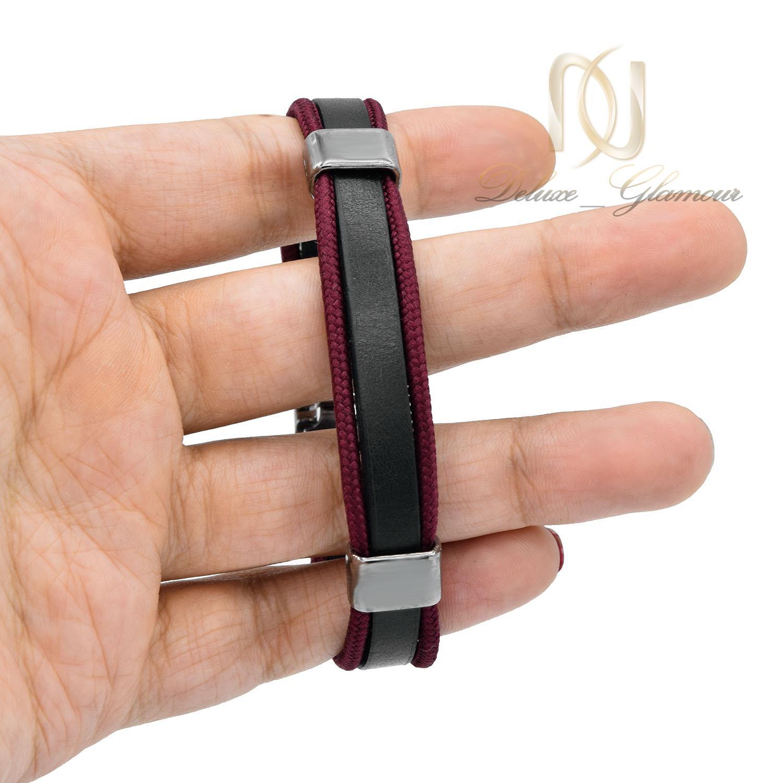 دستبند چرم دخترانه اسپرت قرمز و مشکی ds-n480 از نمای روی دست