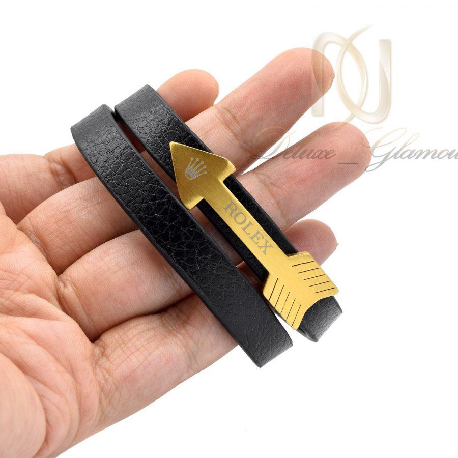 دستبند چرم طرح تیر اسپرت ds-n486 از نمای روی دست