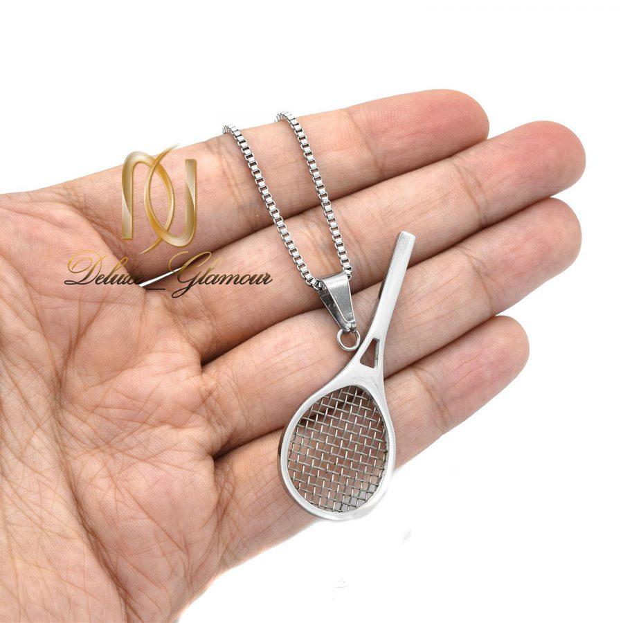 گردنبند استیل راکت تنیس nw-n545 از نمای روی دست