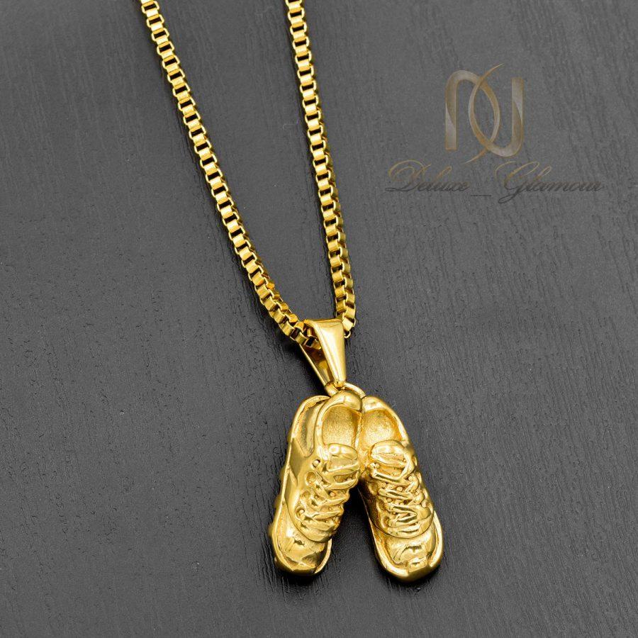 گردنبند اسپرت طرح کفش فوتبال طلایی دوتایی nw-n540 از نمای مشکی