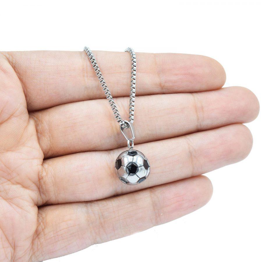 گردنبند توپ فوتبال استیل اسپرت دو رنگ nw-n535 از نمای روی دست