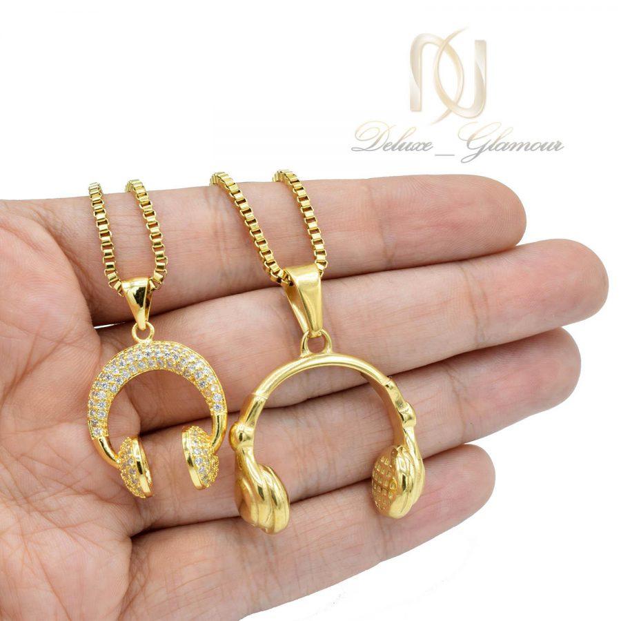 گردنبند ست عاشقانه طرح هدفون استیل طلایی nw-n539 از نمای روی دست