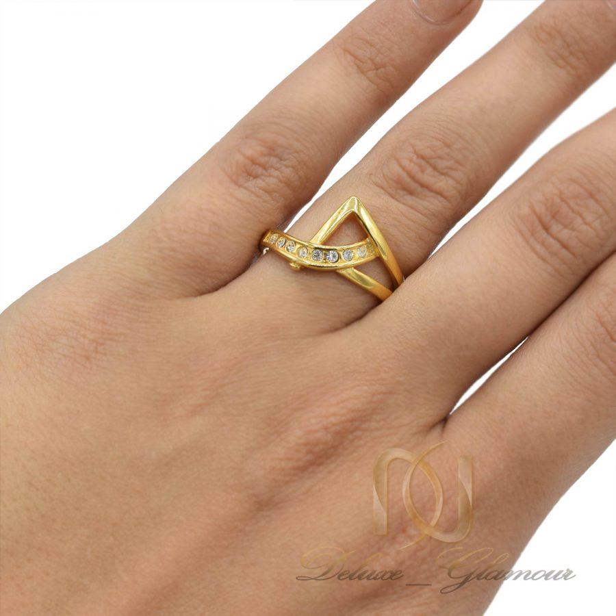 انگشتر استیل زنانه طلایی rg-n437 از نمای روی دست