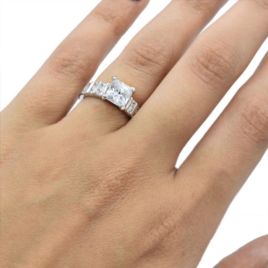 انگشتر دخترانه تک نگین rg-n433 از نمای روی دست