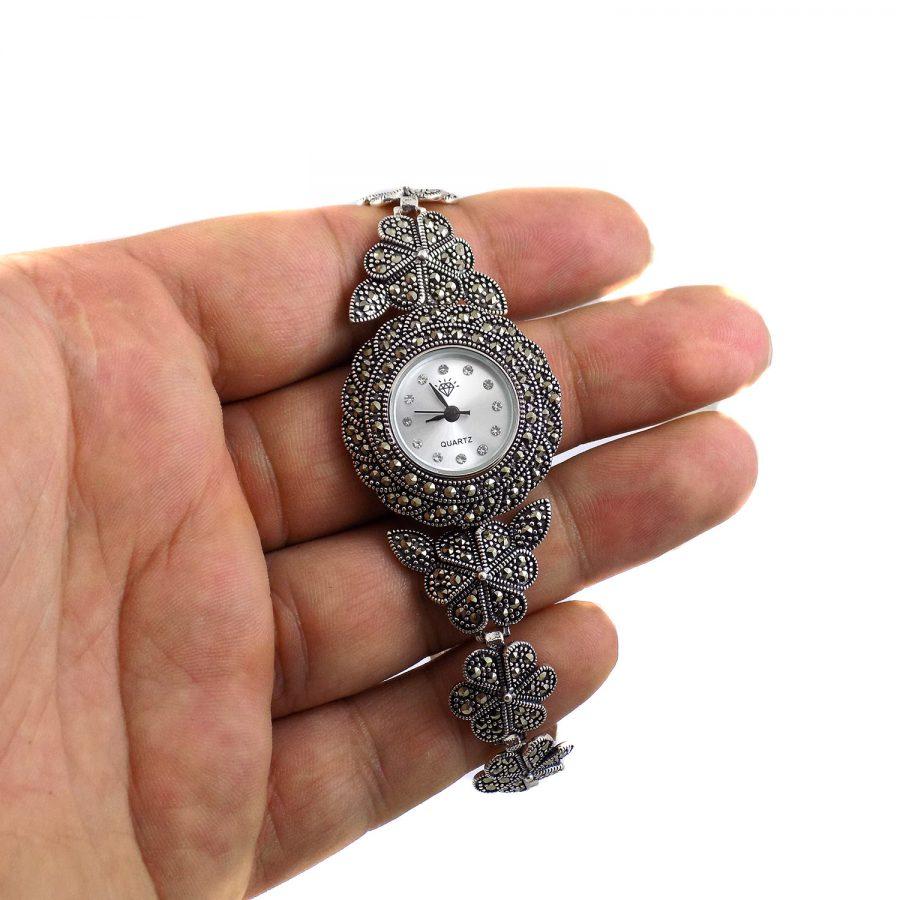 ساعت نقره زنانه سیاه قلم ma-n120 از نمای روی دست
