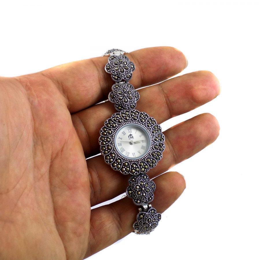 ساعت نقره سیاه قلم زنانه MA-N119 از نمای روی دست