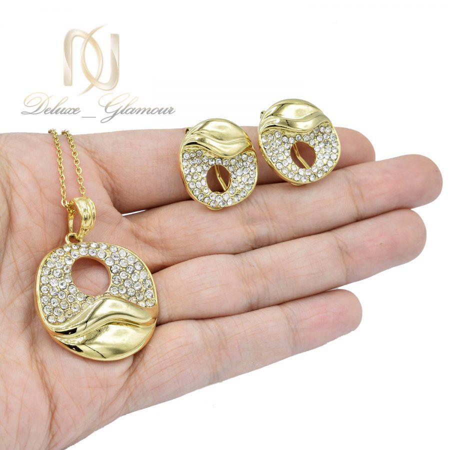 نیم ست زنانه استیل طلایی ns-n466 از نمای روی دست