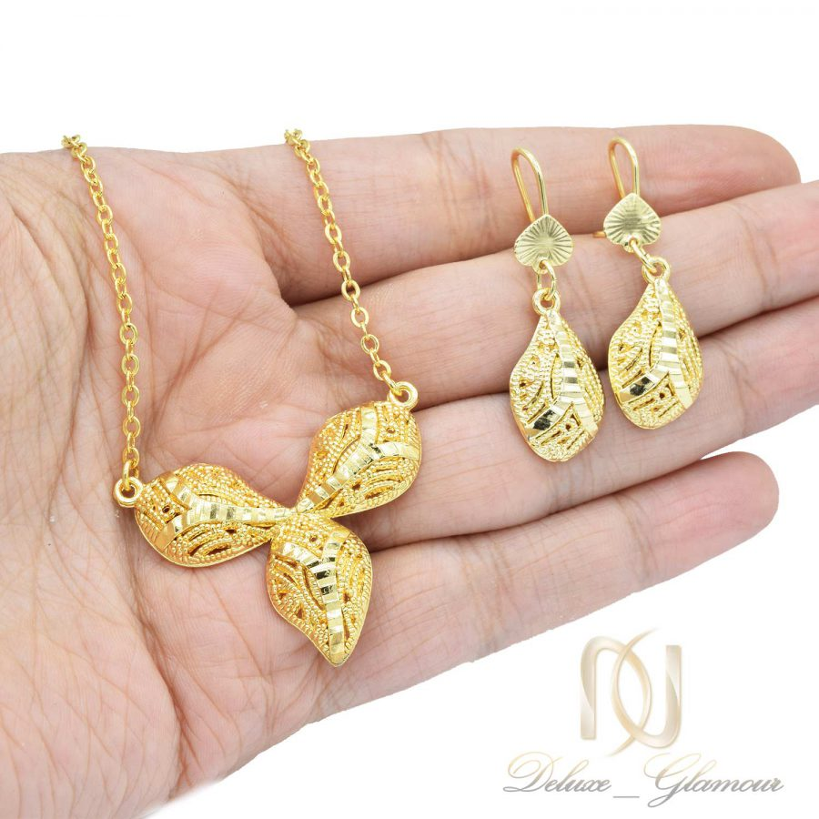 نیم ست زنانه برنجی طلایی ns-n465 از نمای روی دست