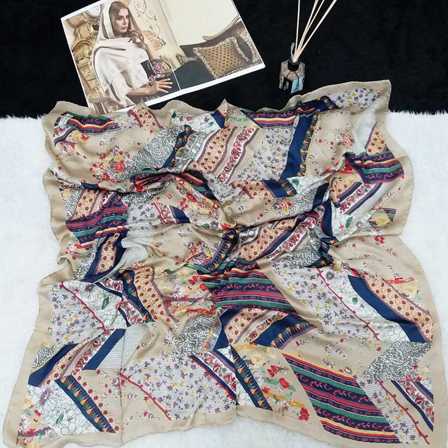 روسری ابریشم دست دوز لئونار از نمای کلی