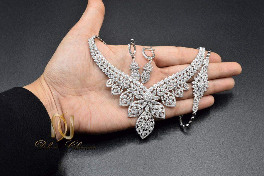 سرویس عروس نقره جواهری ns-n505 از نمای روی دست