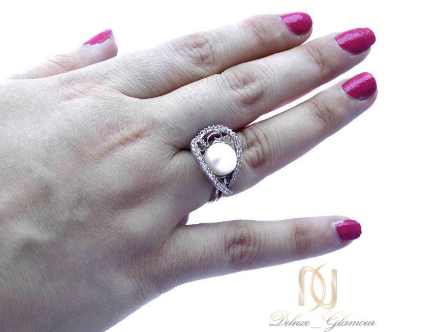 انگشتر زنانه نقره اصل مرواریدی ma-n415 از نمای روی دست