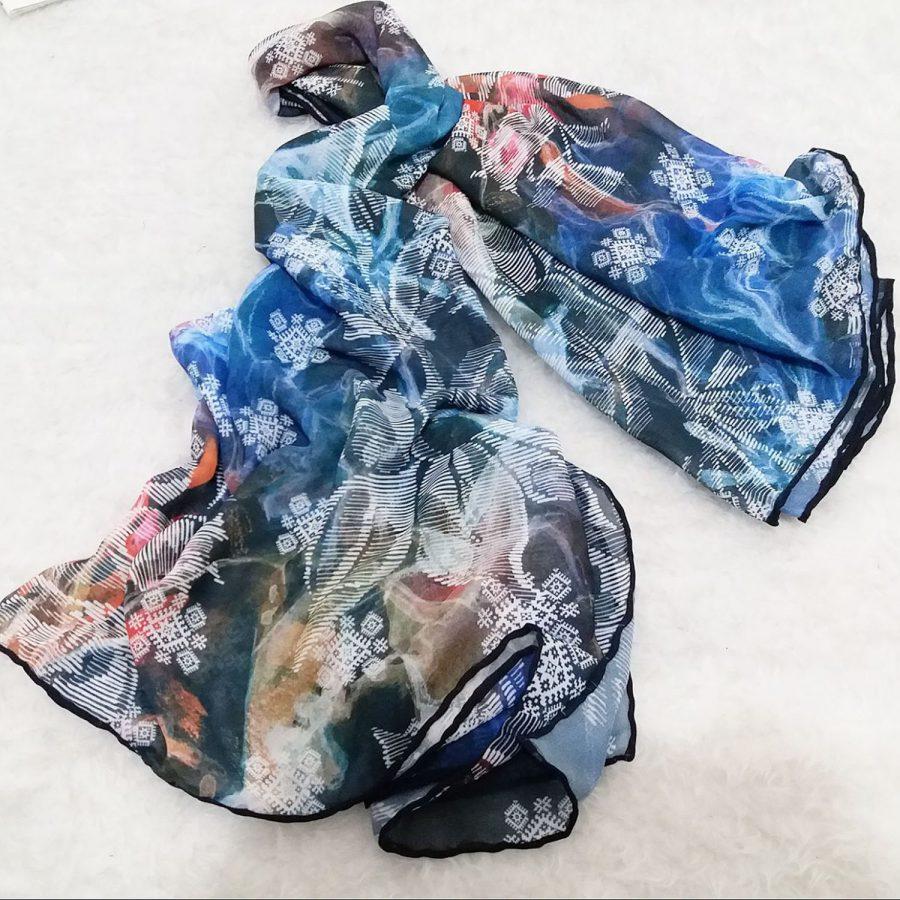 روسری حریر کرپ دونه برفی از نمای دور