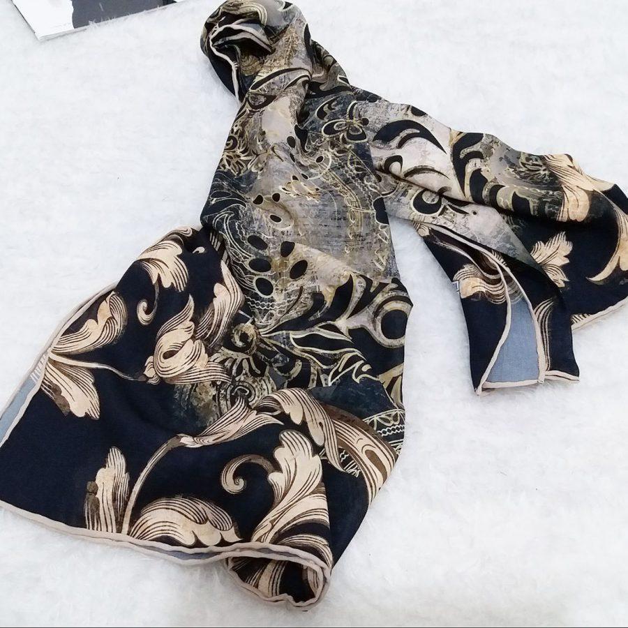 روسری حریر کرپ طرح مدرن از نمای بالا