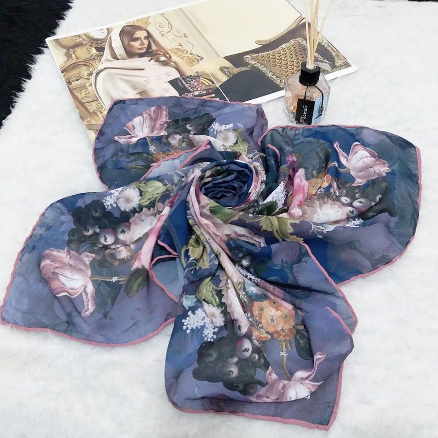روسری حریر کرپ طرح گلدار قواره 120 از نمای کلی
