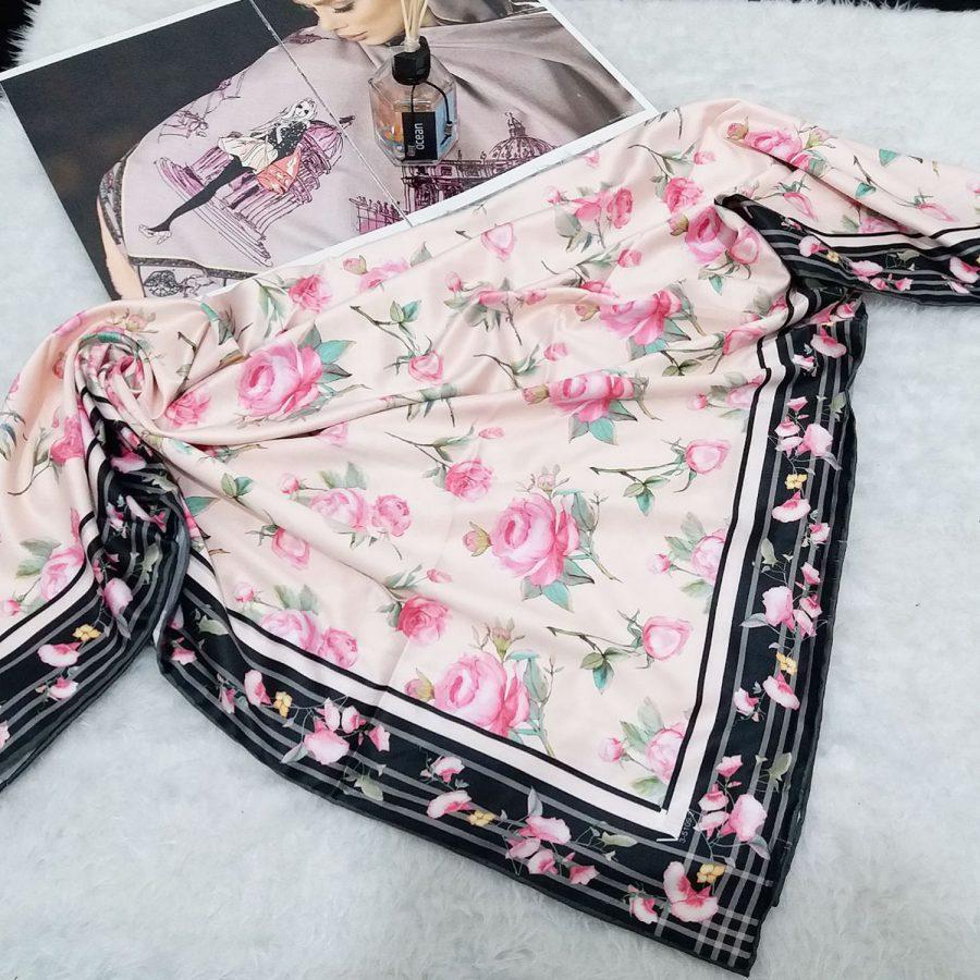روسری ساتن ابریشم گل رز از نمای بالا