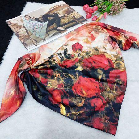 روسری ساتن ابریشم گل نقاشی از نمای کلی