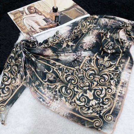 روسری نخی دست دوز حاشیه طرح دار از نمای کلی