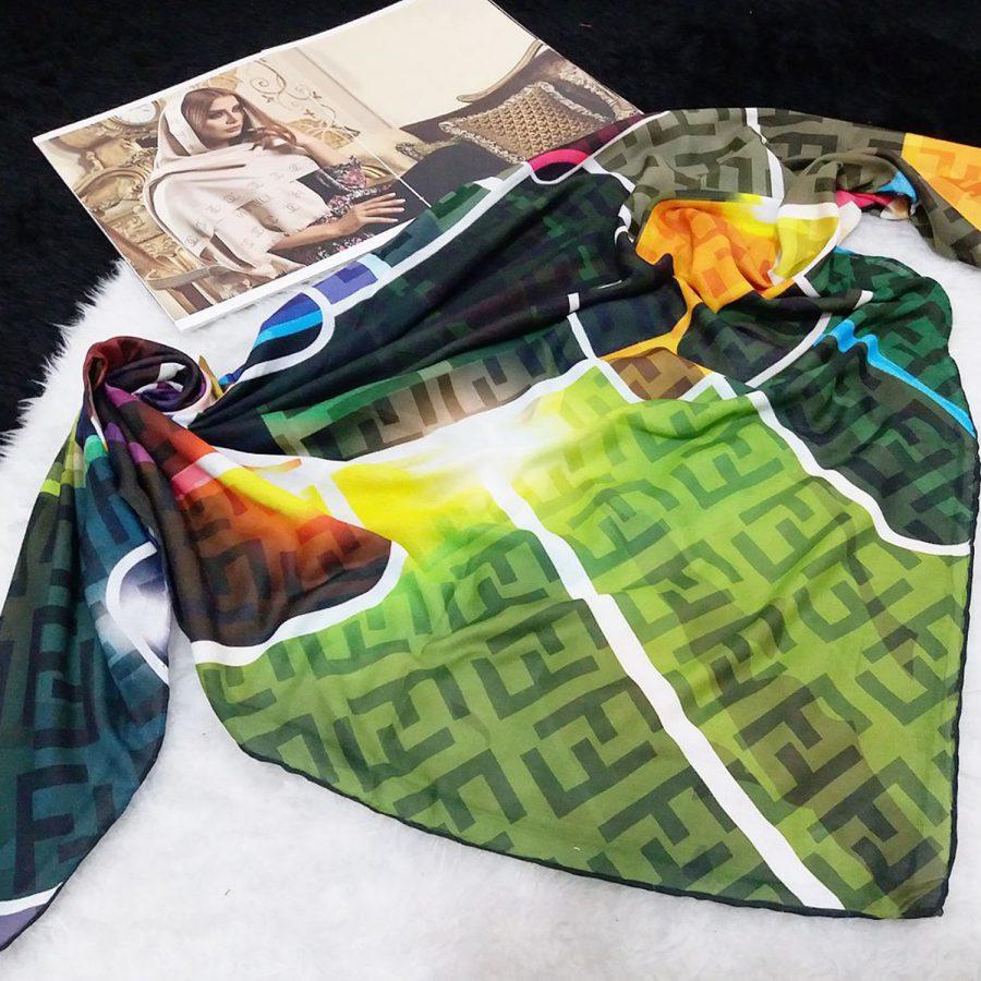 روسری نخی دست دوز طرح فندی از نمای کلی