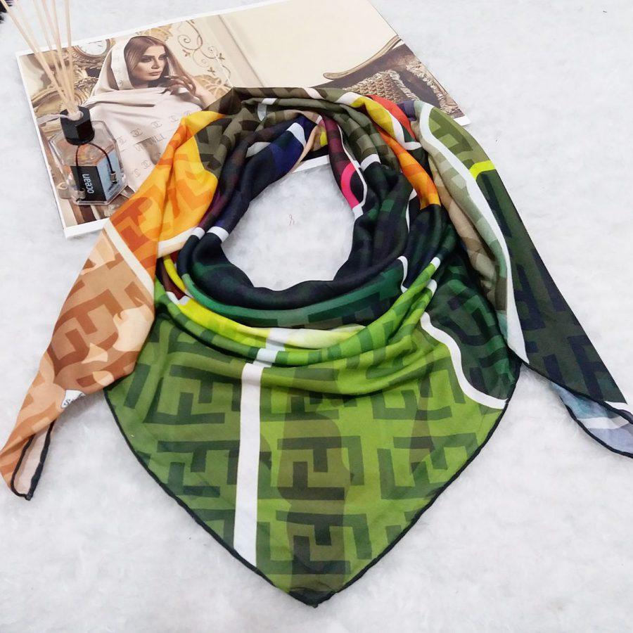 روسری نخی دست دوز طرح فندی از نمای بالا