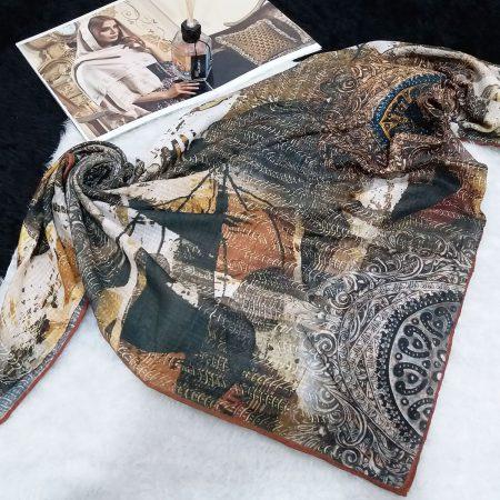 روسری نخی دست دوز طرح کلاسیک از نمای کلی