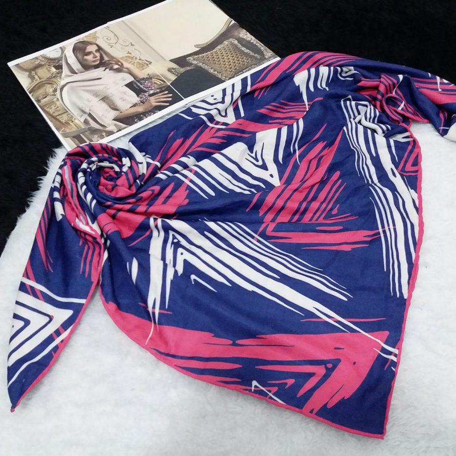 روسری نخی دست دوز طرح مثلثی از نمای کلی