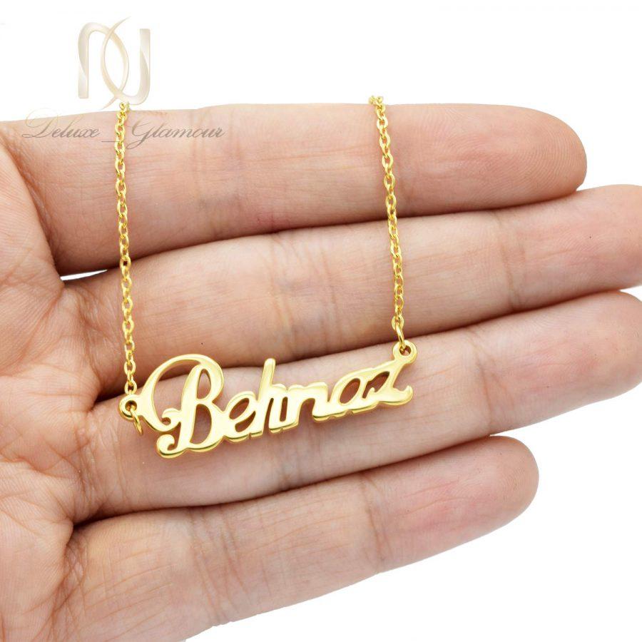 گردنبند اسم بهناز لاتین طلایی nw-n648 از نمای روی دست