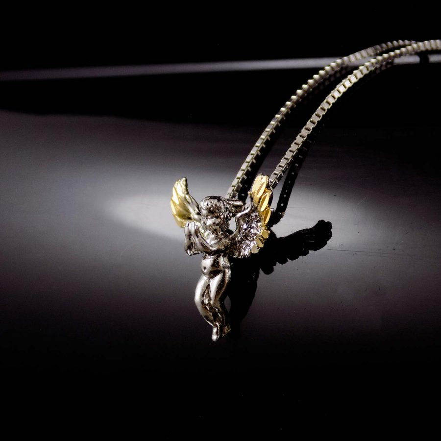 گردنبند نقره دخترانه طرح فرشته ma-n413 از نمای مشکی