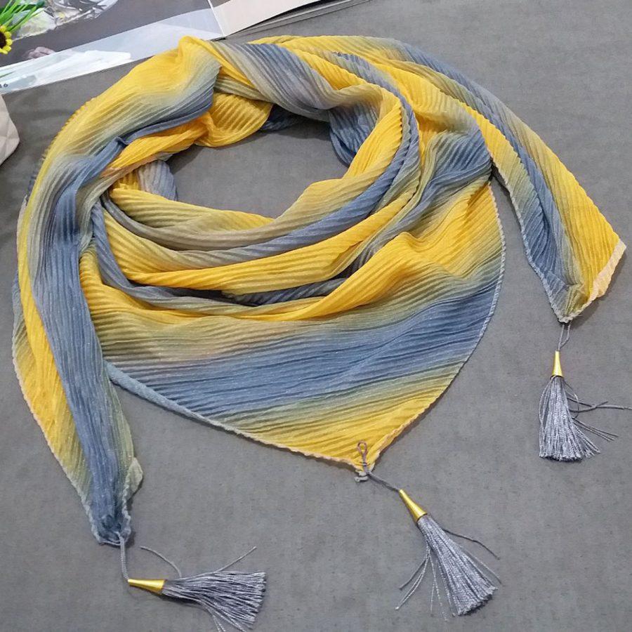 روسری ابریشم توییل طیفی زرد از نمای کلی