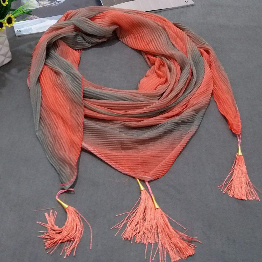 روسری ابریشم توییل طیفی نارنجی از نمای کلی
