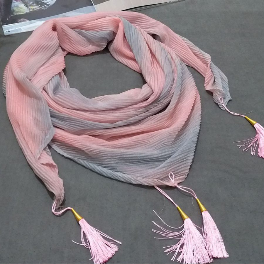 روسری ابریشم توییل طیفی پاستیلی از نمای کلی