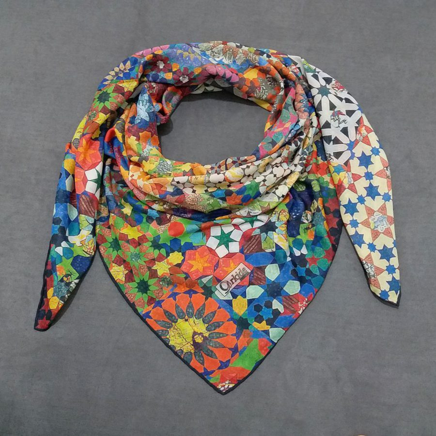 روسری نخی جدید طرح هندسی از نمای روبرو