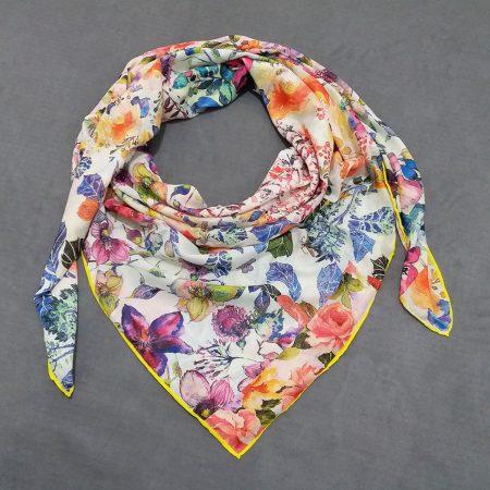 روسری نخی جدید طرح گلدار از نمای روبرو