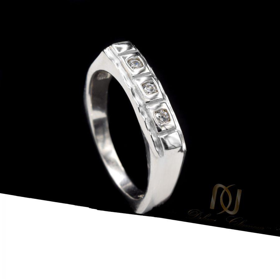 حلقه نقره طرح طلای نگین دار rg-n523 از نمای مشکی