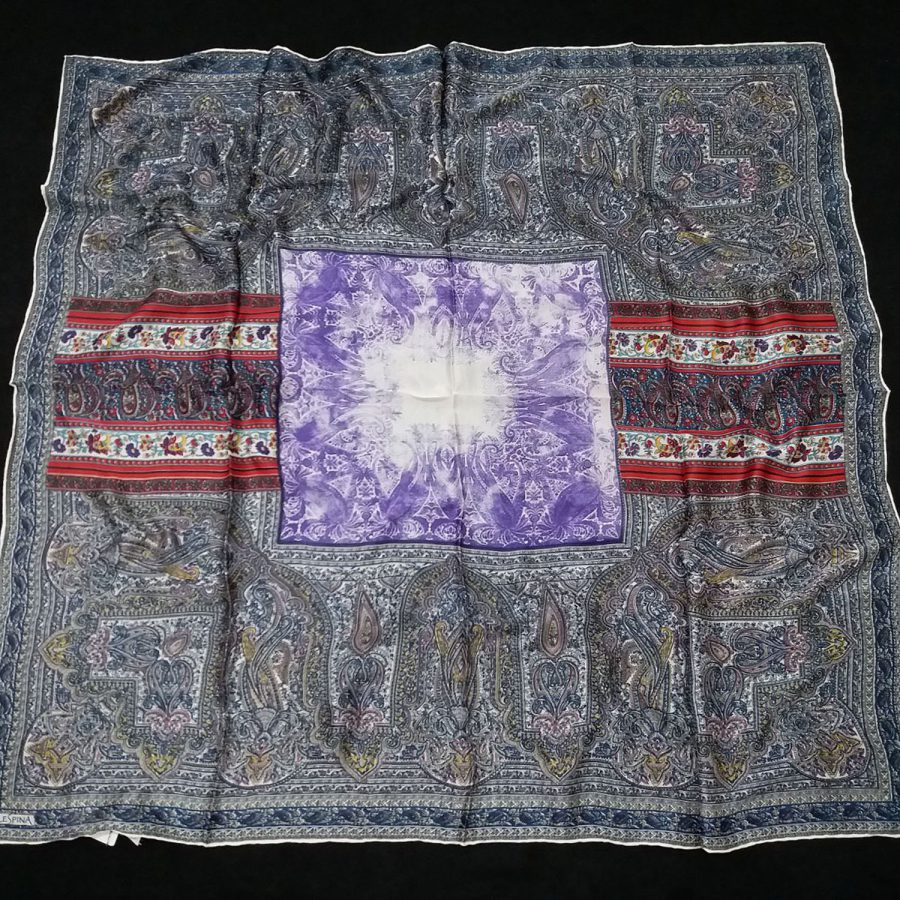 روسری مام ابریشم طرح کلاسیک ابروباد بنفش از نمای کلی