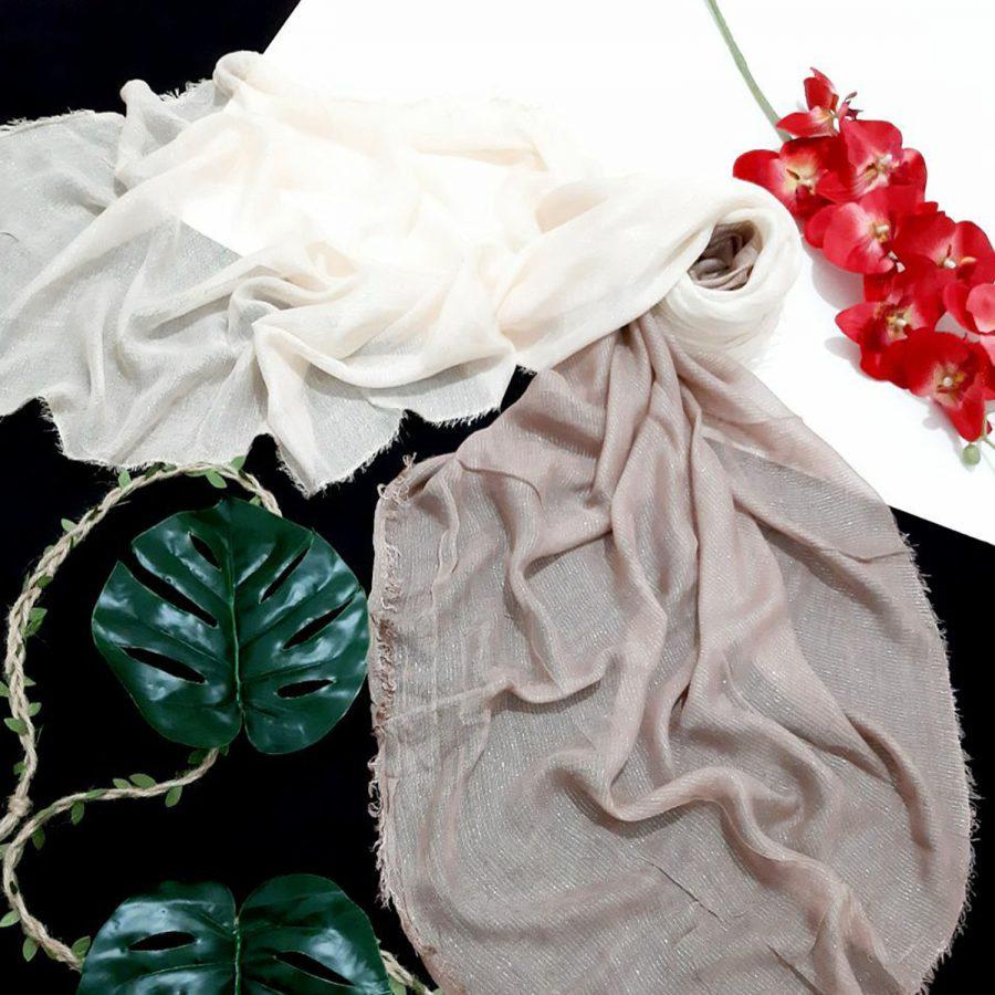 روسری نخی ریشه سوزنی خاکی از نمای کلی