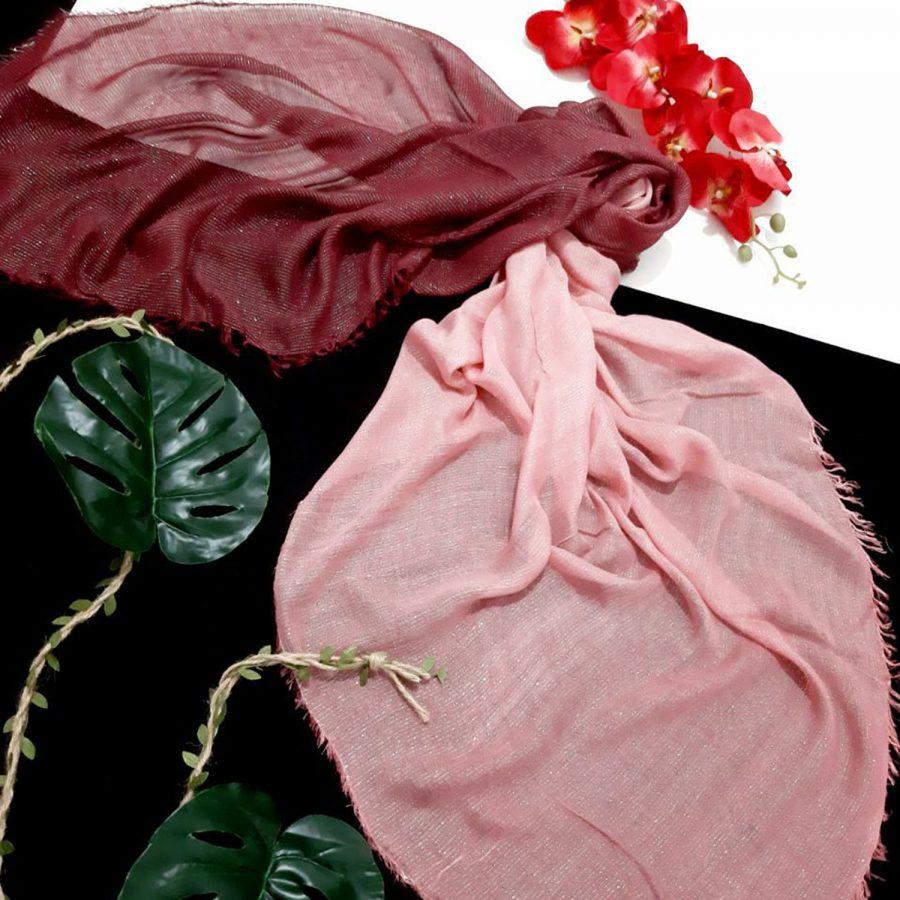 روسری نخی ریشه سوزنی زرشکی از نمای کلی
