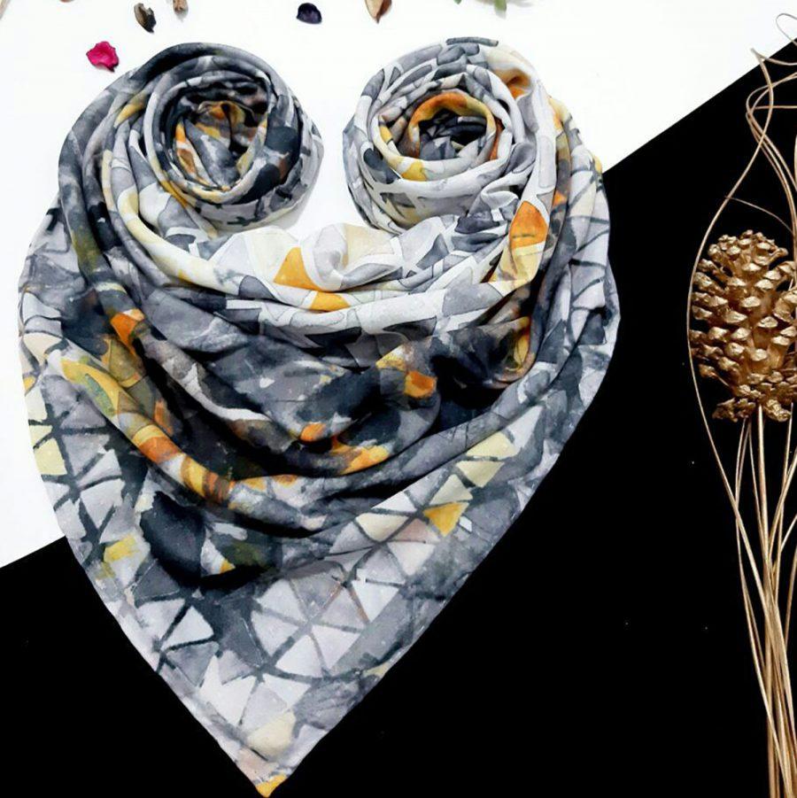 روسری نخی طرح آفتابگردان از نمای کلی