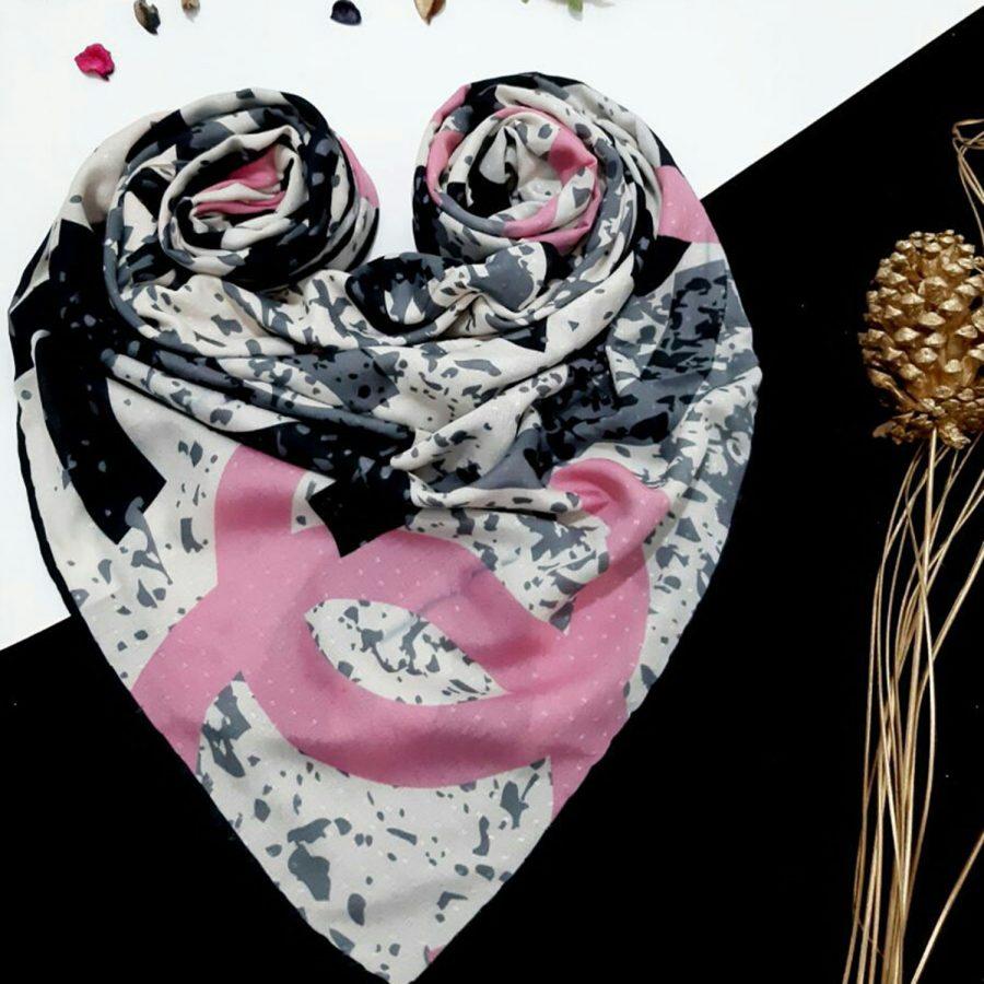 روسری نخی طرح شانل از نمای کلی