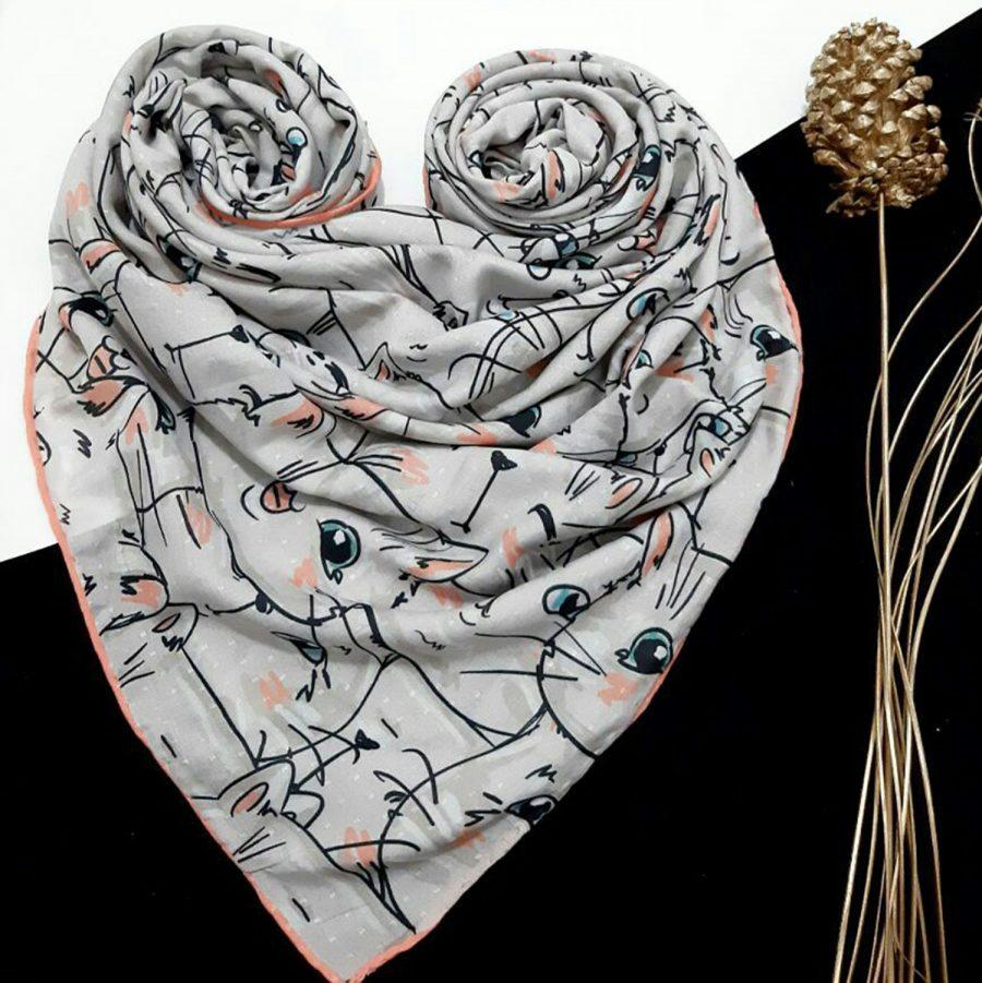 روسری نخی طرح گربه از نمای کلی