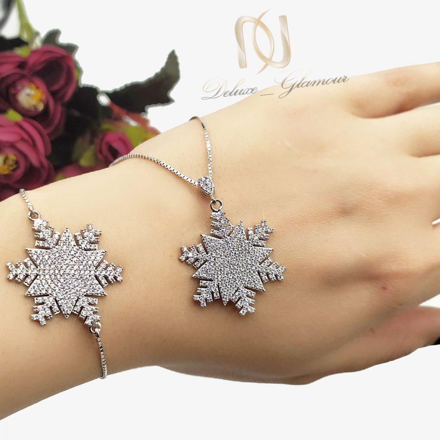 ست دستبند و گردنبند نقره دونه برف ns-n644 از نمای روی دست