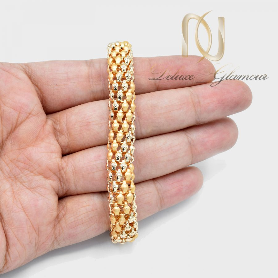 دستبند زنانه طرح طلای استیل ds-n648 از نمای روی دست